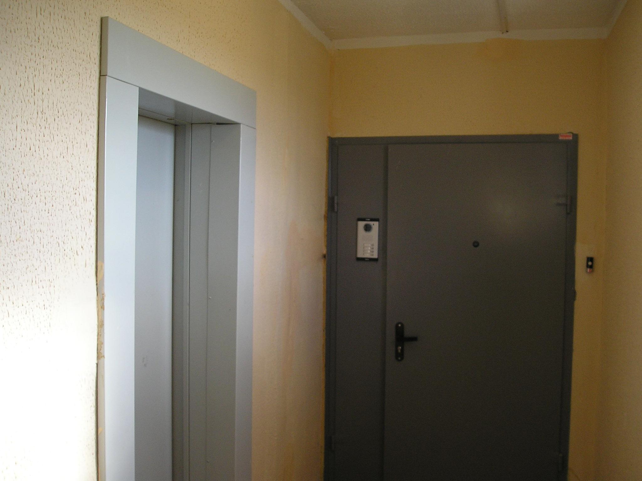 входные двери в жилую квартиру